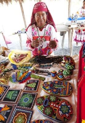 Cultura_MujerHuicholArtesana-2014
