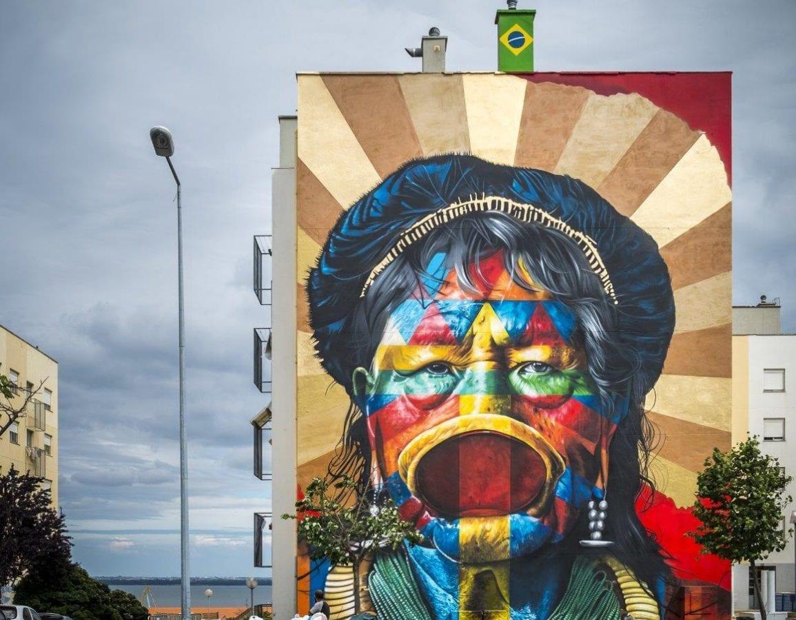 Eduardo kobra finaliza em lisboa mural sobre o cacique raoni for Mural eduardo kobra